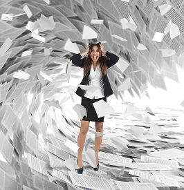 foto of screaming  - Businesswoman screams with a wave of sheets - JPG