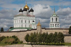 picture of trinity  - Trinity Cathedral on the bank of river Velikaya - JPG