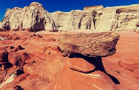 image of hoodoo  - Toadstool hoodoos in the Utah desert - JPG