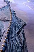 Fischnetz an einem mediterranen Strand in Ägypten