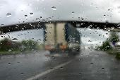 image of speculum  - Driving in the rain - JPG