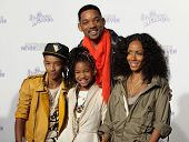 LOS ANGELES - FEB 09:  WILL SMITH, JADA PINKETT SMITH, JADEN SMITH & WILLOW SMITH arrives to the