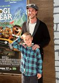LOS ANGELES - DEC 11:  Noah Wyle & Son arrives to the 'Yogi Bear' Los Angeles Premiere  on December