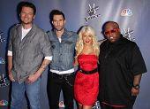 LOS ANGELES - MAR 15:  Blake Shelton, Adam Levine, Christina Aguilera & Cee Lo Green arrive to the Press Junket for