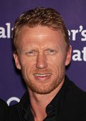 LOS ANGELES - MAR 16:  Kevin McKidd arrives at the 19th Annual