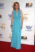 LOS ANGELES - 19 de MAR: Elaine Hendrix llega a los 25 premios Génesis en 19 de marzo de 2011 i