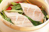 Fischfilet gedünstet mit Gemüse