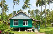BALI - 26 DE ENERO. Casa en pueblo pintado en verde musulmán en 26 de enero de 2012 en Bali, Bali