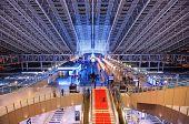 OSAKA - NOVEMBER 24: Osaka City Station 24. November 2012 in Osaka, JP. Dienen 2.343.727 Passagiere