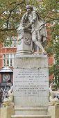 picture of william shakespeare  - Statue of William Shakespeare  - JPG