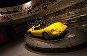 Постер, плакат: Yellow Ferrari Dino