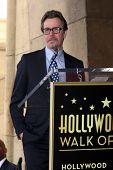 LOS ANGELES - 16 de MAR: Gary Oldman en el paseo de Malcolm McDowell de la ceremonia de estrellas de la fama para el Muppet