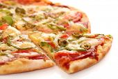 Bild von frische italienische Pizza isolated over white background