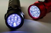 zwei led-Taschenlampen eingeschaltet