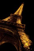 埃菲尔铁塔在晚上