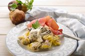 tortellini wit parma ham and cream sauce