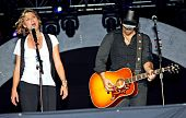 Jennifer Nettles & Kristian Bush Singing Live On Stage