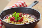 Berry crumble with strawberry and raspberry