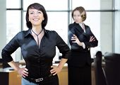 young women-businessteam