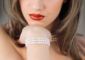 red lips and perls
