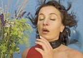 mulher de espirros