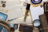 picture of treasure  - Set a treasure hunt and a traveler with accessories - JPG