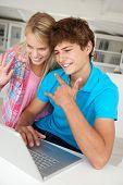 Teenage Boy und Girl using laptop
