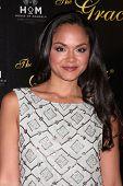 LOS ANGELES - 22 de mayo: Karen Olivo llega a la trigésima séptima Gala anual de premios de Gracie en el Beverly Hilton H