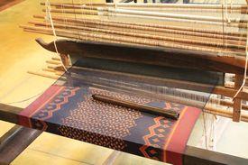 picture of handloom  - weaving hand - JPG