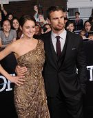 LOS ANGELES - MAR 18:  Shailene Woodley & Theo James arrives to the 'Divergent' Los Angeles Premiere