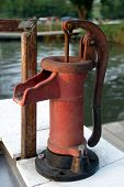 Fish Cleaning Pump - red