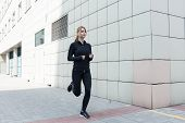 image of rune  - Healthy young woman is runing in the city - JPG