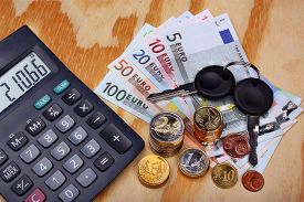 picture of mandate  - Car keys and money euro on the table - JPG