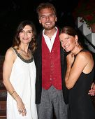 LOS ANGELES - APR 4:  Finola Hughes, Kenny Loggins, Michelle Stafford attends the gala fundraiser for the romantic comedy,
