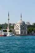 Istambul - Dolmabahce Mosque on the Bosporus Strait