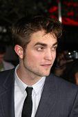 LOS ANGELES - NOV 14:  Robert Pattinson arrives at the