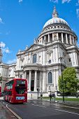 Editorial use, Route Master bus and St paul's Cathedral