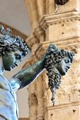 pic of perseus  - Statue of perseus with head in hand - JPG