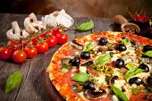 Pizza italiana fresca