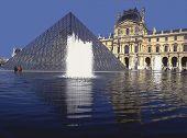 louvre museum pyramid paris