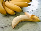 picture of banana  - A bunch of bananas and banana peel Placed on a wooden table - JPG