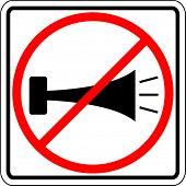 prohibido el uso de la señal de bocina