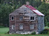 picture of abandoned house  - A house in a Norwegian village - JPG