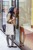 a young woman einkausbummel. shopping in the city is fun