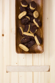 picture of pastarelle  - Miniature eclairs in a wooden plate with a narrow piece of paper for information - JPG