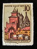 URSS - por volta de 1971: Um selo impresso em a USSR mostra obra-prima da arquitetura antiga em Kolomna