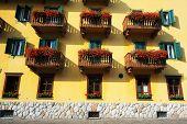 Detalles arquitectónicos en Cortina D Ampezzo, Italia, Europa