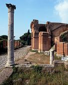 Ruinas romanas, Ostia Antica, Italia.