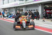 Moskau - Juni 23: Niigel Melker Tech 1-R-Team (FRA) bereit für den Beginn der World Series by Renault in