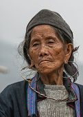 Portret Close Up Of Hmong Elderly Woman Against Gray Skies.